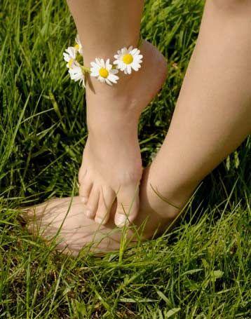 Kalın bileklere liposuction   Hollywood ünlüleri arasında oldukça yaygın olan ayak bileği liposuction'ı Türkiye'de de ilgi görüyor. Estetik Plastik ve Rekonstrüktif Cerrahi Uzmanı Hasan Fındık ayak bileği operasyonlarını anlattı.